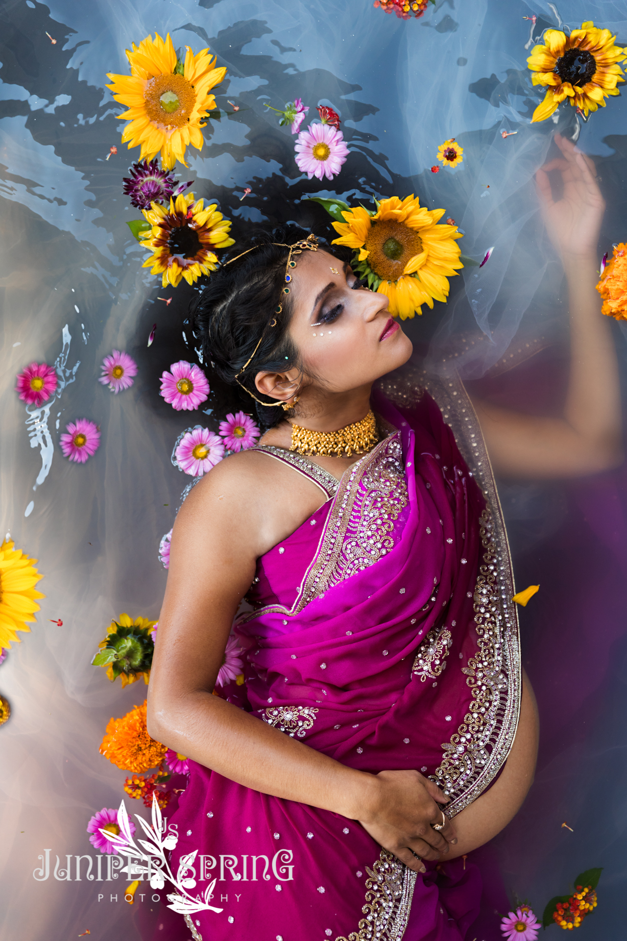 4bfe296d82f17 ... to do an Indian maternity shoot. It's an opportunity to push the  boundaries – you can only have photos you dream of if you make it happen in  reality.